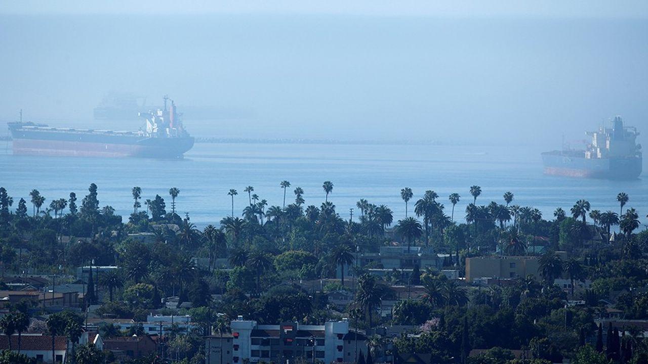 Tankers en attente devant le port de Long Beach, près de Los Angeles.