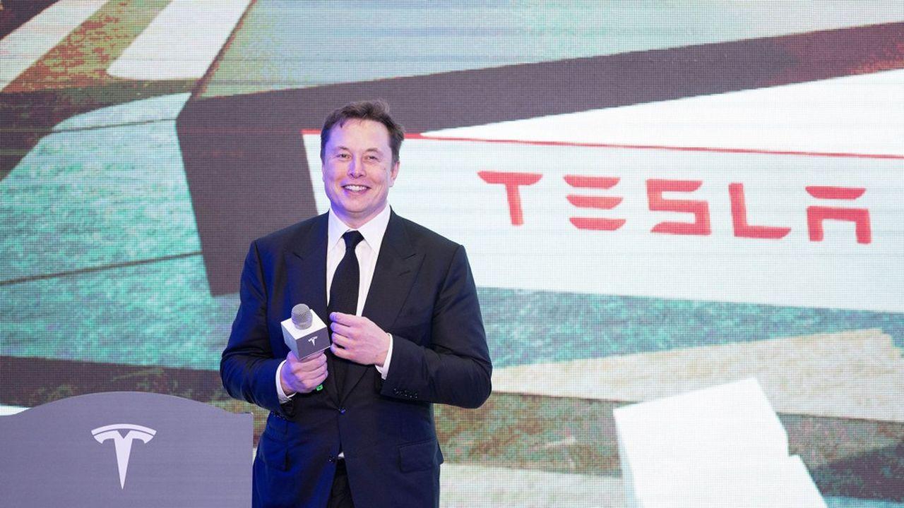 En 2018, les actionnaires de Tesla ont octroyé au dirigeant et une période de dix ans, 20,3millions d'actions Tesla, équivalant à 56milliards de dollars