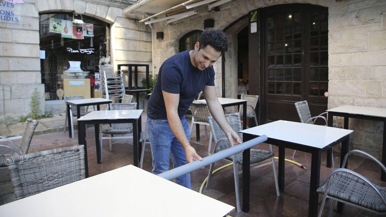 70% des Français approuvent la réouverture uniquement des terrasses des bars et restaurants en Ile-de-France.