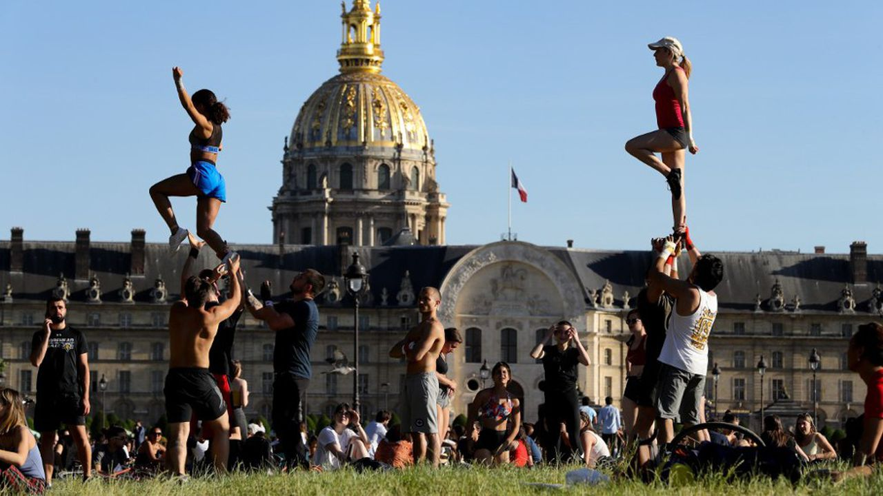 Les parcs et jardins parisiens, comme partout en France, ont été autorisés à rouvrir depuis samedi, en amont de la deuxième phase du déconfinement qui débutera mardi.
