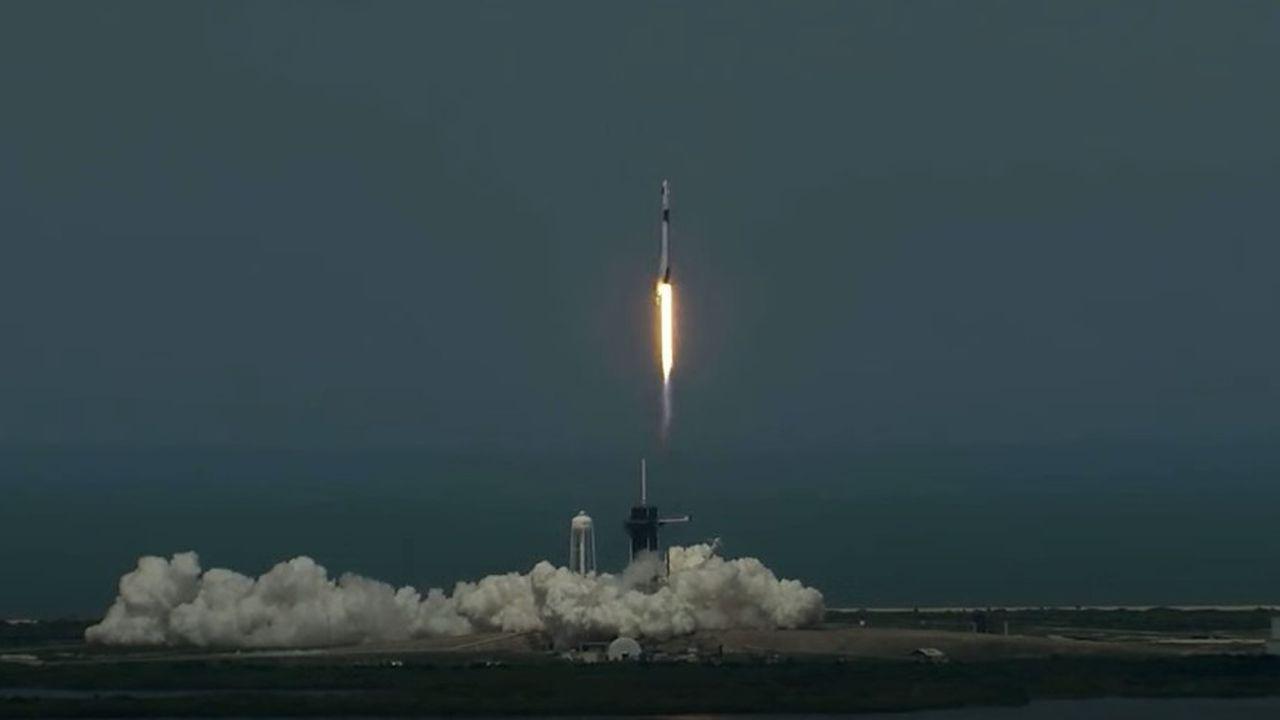 Lancement réussi pour le premier vol habité de SpaceX