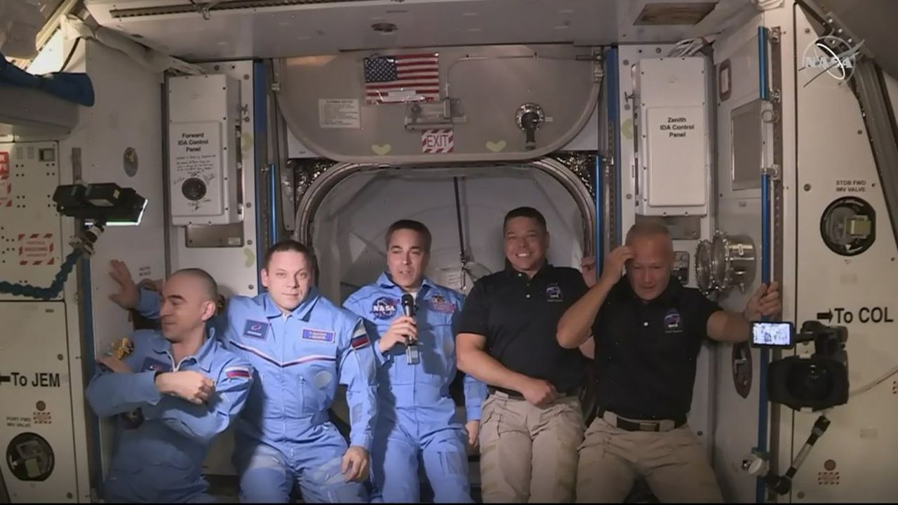Les Etats-Unis réalisent un vol habité historique dans l'espace