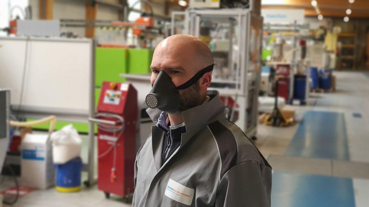 En quelques semaines, Dedienne a notamment conçu et réalisé un masque réutilisable très léger constitué d'un bio-polymère issu d'huile de ricin.