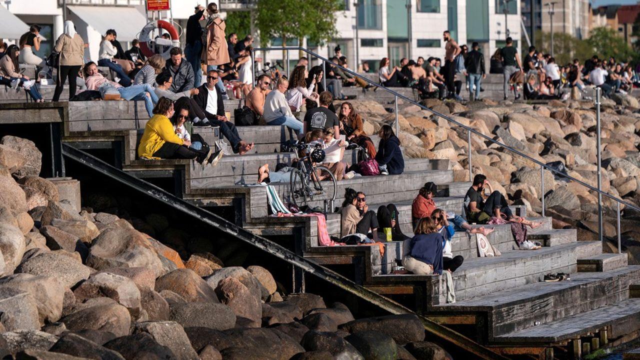 En Suède, la forte mortalité met fin au consensus national