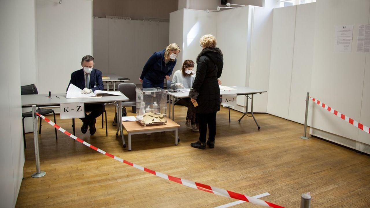 Les listes pour le second tour des élections municipales, prévu le 28juin, doivent être déposées avant 18heures ce mardi. Tout le week-end, les discussions se sont intensifiées.