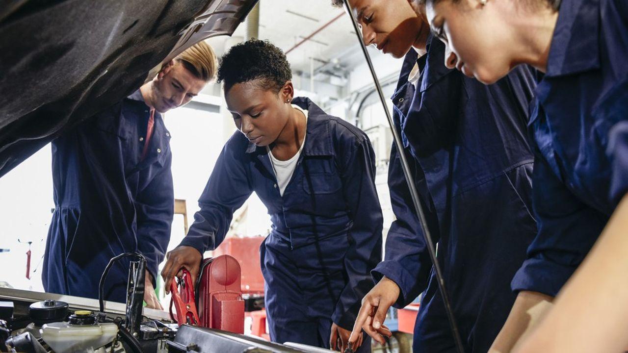 La crise économique déclenchée par le confinement laisse craindre un arrêt brutal des recrutements d'apprentis.