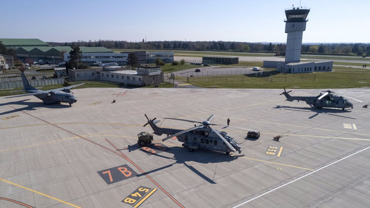 En décembre2019, la Hongrie a commandé16 hélicoptères multirôles H225M Caracalà Airbus, ainsi que 16 H225M Caracal.