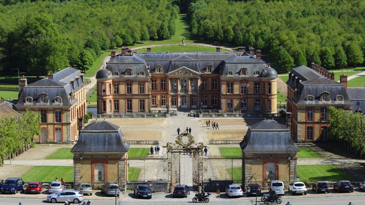 Racheté en 2018 par Franky Mulliez, fondateur de Kiloutou, l'ancien domaine des ducs de Chevreuse et de Luynes avait vu une partie du parc rouvrir ses portes en 2019, après des années de fermeture.