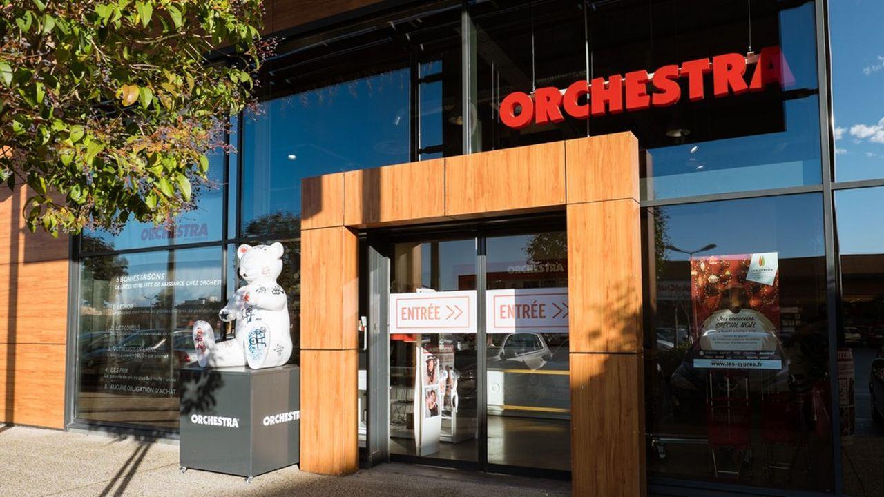 Orchestra compte 2.900 salariés, pour un chiffre d'affaires de 570,8millions d'euros, en baisse de 6,8%, et un passif estimé à 650millions.