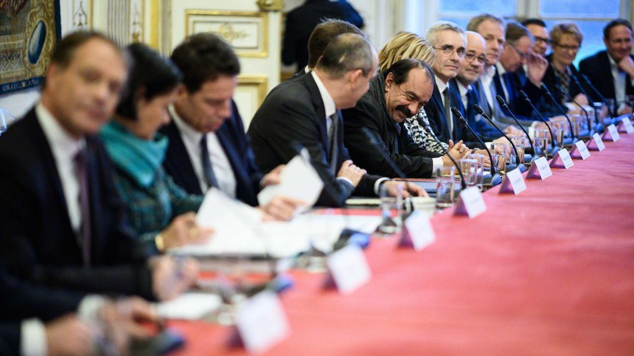 Les leaders oatronaux et syndicaux, ici lors d'une réunion avec le Premier ministre.
