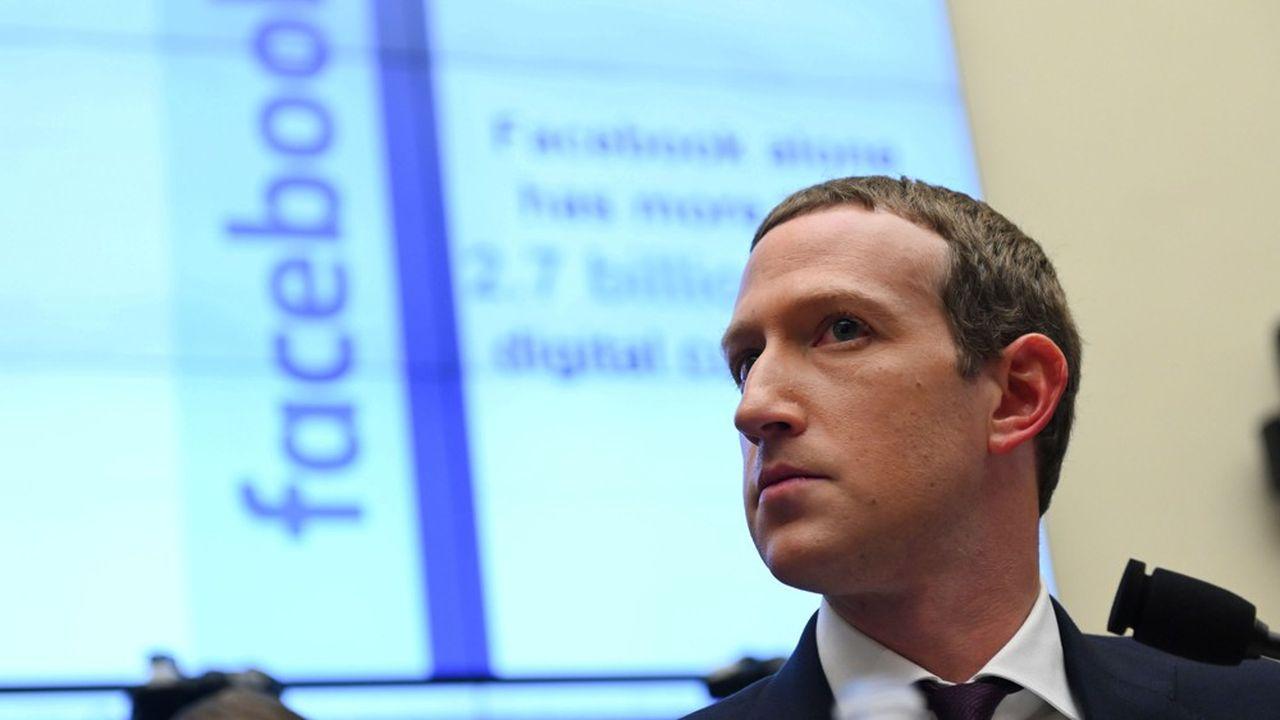 Mark Zuckerberg, le patron de Facebook, affronte la fronde d'une partie de ses employés.