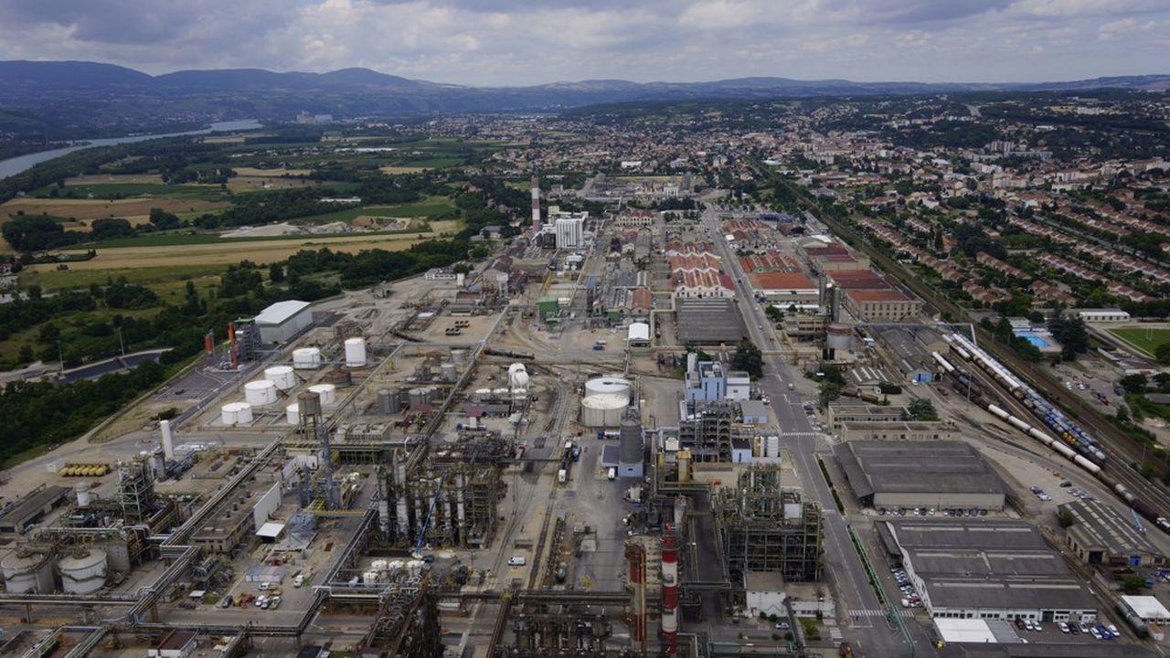 Vue aérienne de la plateforme chimique Osiris à Roussillon (Isère).