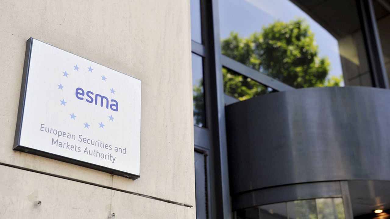 L'ESMA a prononcé à l'encontre de Scope Ratings une sanction de 640.000 euros. Le régulateur lui reproche de ne pas avoir respecté la méthodologie affichée publiquement pour noter des obligations sécurisées.