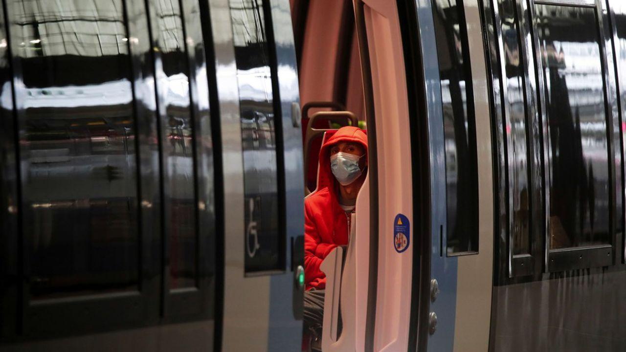 La fréquentation dans les transports en commun francilien était de 5 à 10% de la normale pendant le confinement, et dépasse à peine 20% du trafic habituel début juin.