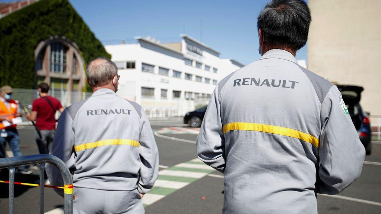 Des salariés de Renault et des syndicalistes à l'entrée de l'usine de Choisy-le-Roi le 29mai dernier.