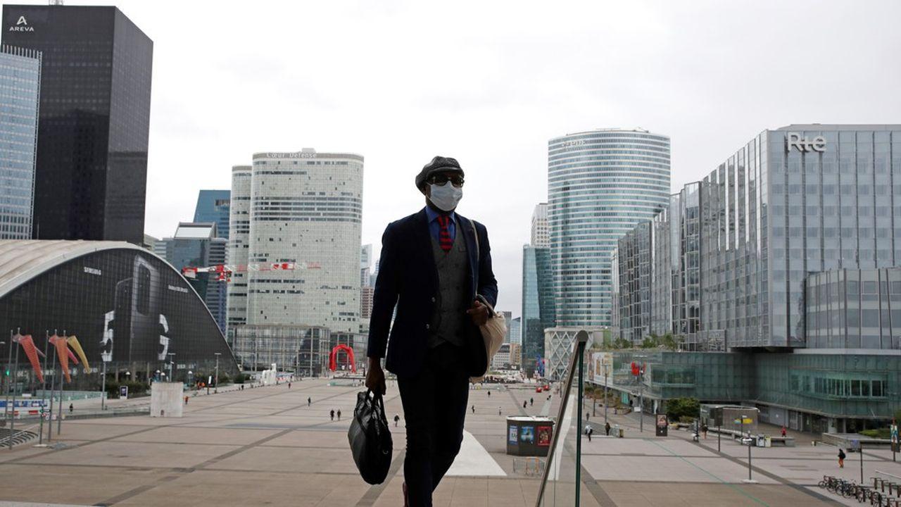 En région parisienne, où se concentre une majorité des emplois de cadres, 64% de la population s'attend à une crise majeure, soit 8 points de plus que la moyenne nationale (photo: dans le quartier d'affaires de La Défense).