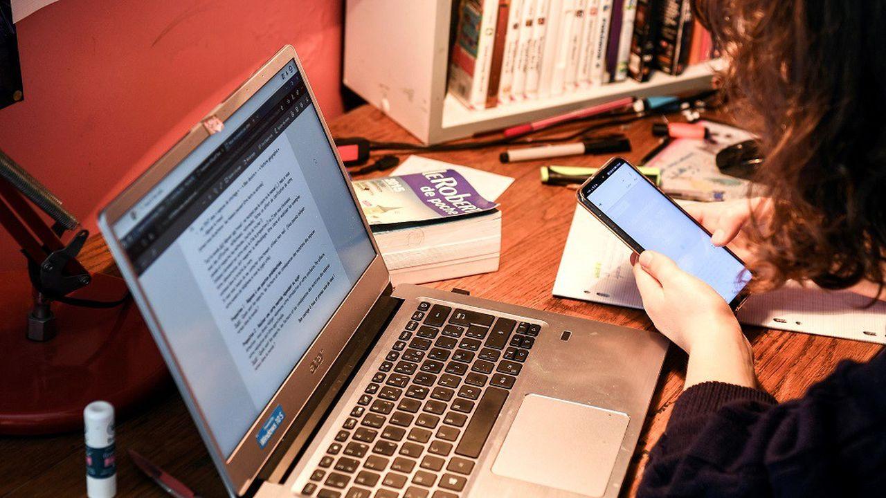 Le temps passé devant son écran d'ordinateur a bondi de 46% et sur son téléphone de 47% par rapport à avril2019.