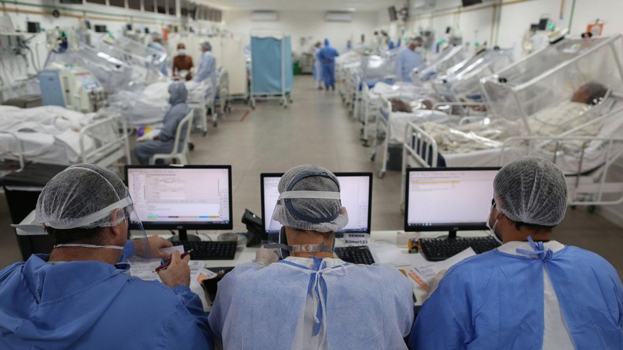 Le service d'urgence d'un hôpital de Manaus, en Amazonie brésilienne, fait face à une vague de patients.MICHAEL DANTAS/AFP