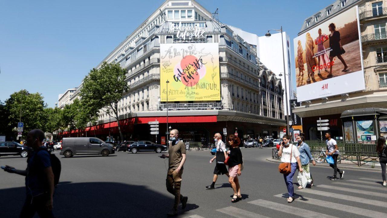 L'envie de retrouver le chemin des boutiques a fait revenir les dépenses en ligne des Français au même niveau que début mars.
