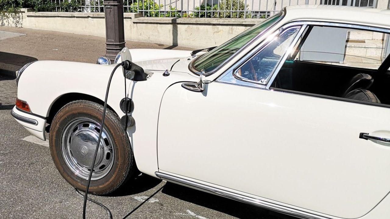Le coût moyen du rétrofit, qui consiste à remplacer le moteur thermique d'une vieille voiture par une chaîne de traction électrique, est encore de 15.000euros pour les petites voitures.