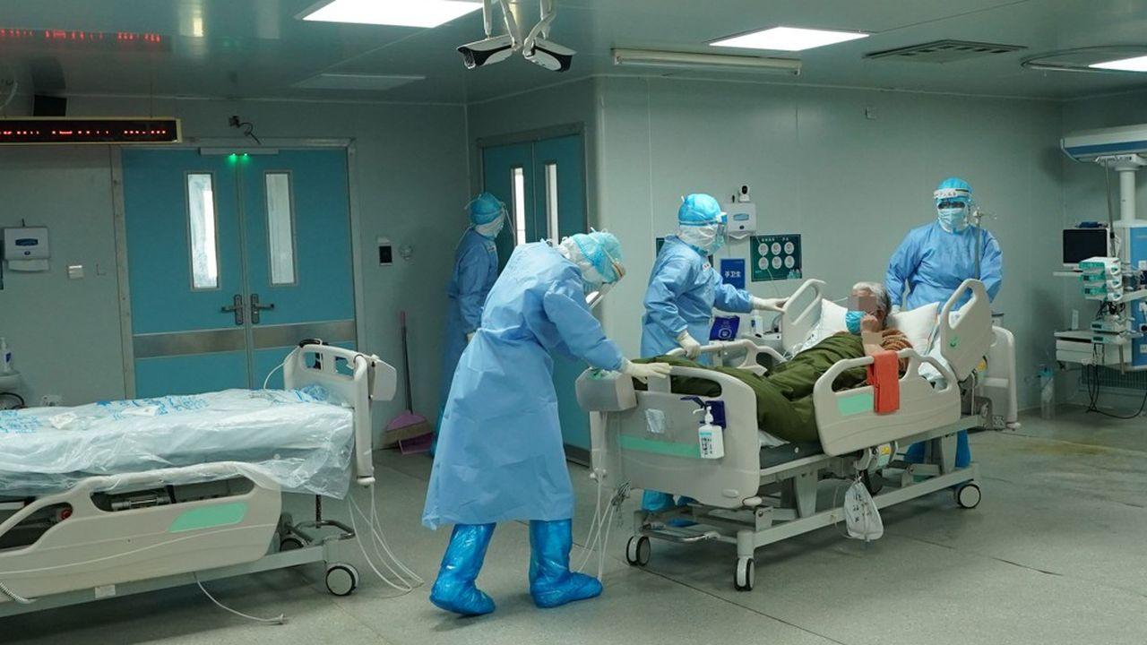 Des chercheurs ont examiné rétroactivement les données des 2.877 personnes admises entre le 5février et le 15mars à l'hôpital Huoshenshan, à Wuhan