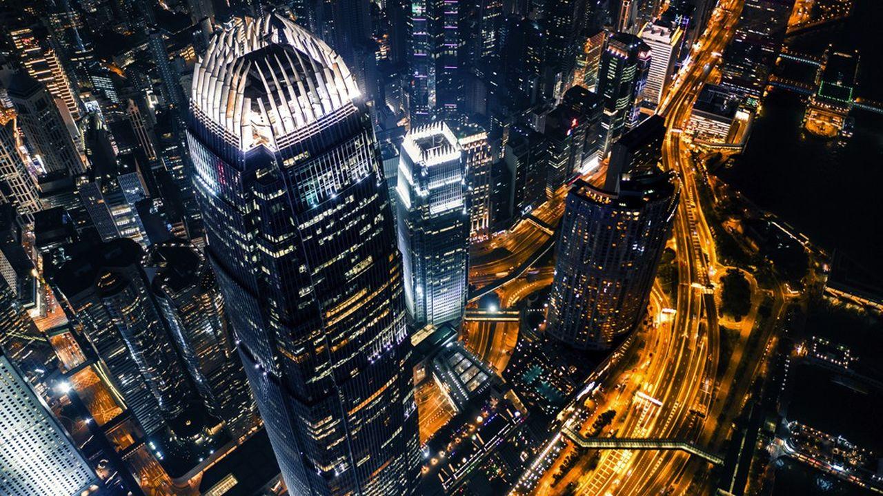 Hong Kong, dont la relative autonomie est menacée par Pékin, pourrait perdre sa place comme poumon financier de la Chine communiste.