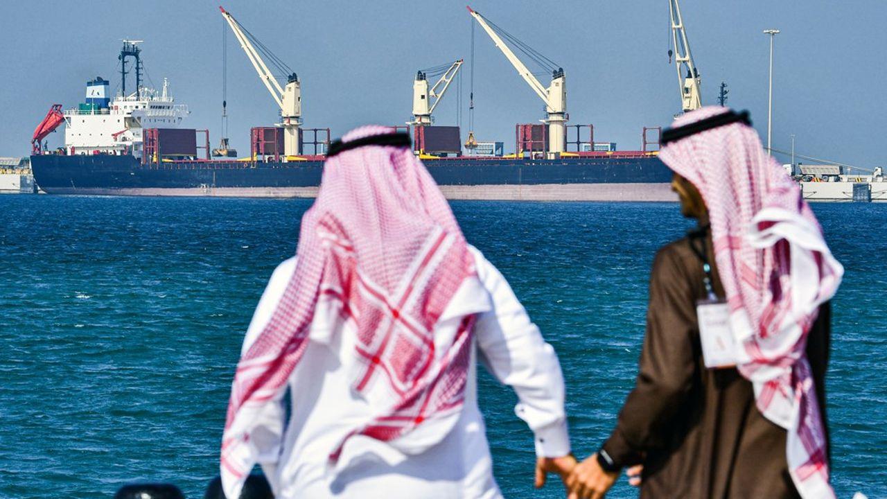 Les pays producteurs se sont entendus pour réduire leur production de 9,7millions de barils par jour pendant un mois de plus que prévu, jusqu'à la fin du mois de juillet.