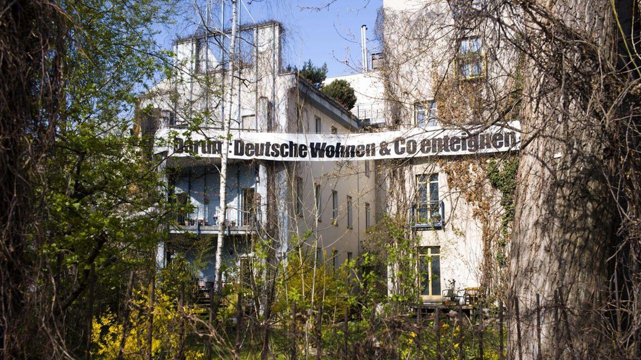 La consécration boursière du groupe promet de renforcer la détermination de l'association berlinoise de locataires «Deutsche Wohnen und Co. enteignen» (pour «Exproprier Deutsche Wohnen & Co»). (AP Photo/Markus Schreiber)/MSC501/19094501282165/1904060705
