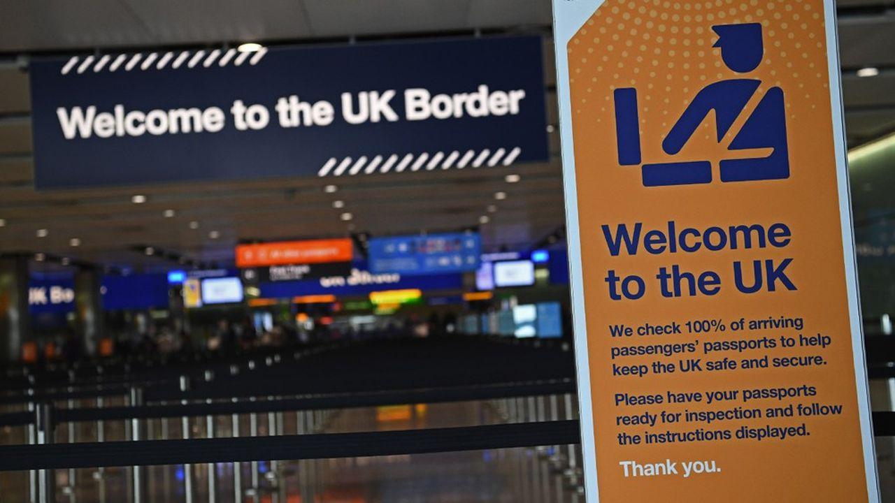 Jusqu'à 1.000livres d'amende sont prévus pour les contrevenants. Mais un document du ministère britannique de l'Intérieur dévoilé par le «Daily Telegraph» montre que rien n'est en place pour procéder à des contrôles sur la véracité de l'adresse de quarantaine que les voyageurs devront communiquer à leur arrivée.
