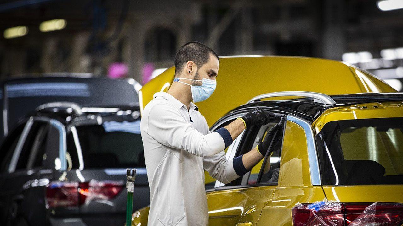 Coface s'inquiète particulièrement du niveau d'endettement des entreprises du secteur automobile.