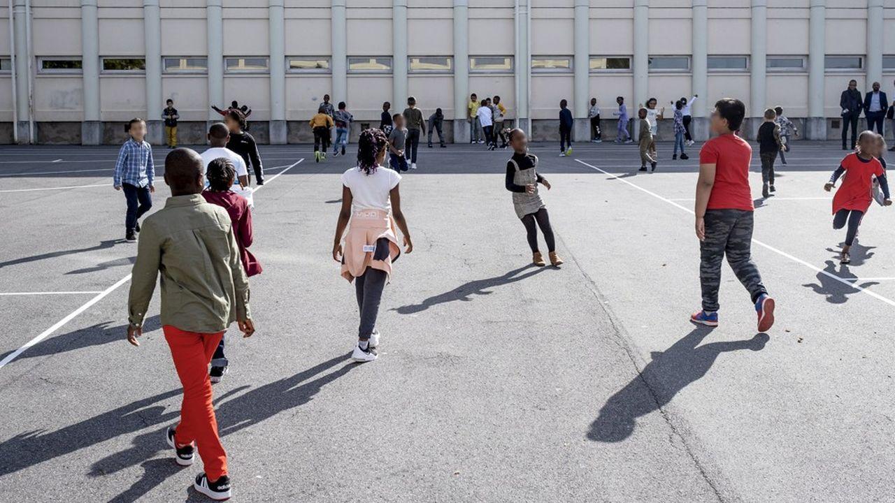 Certains enfants des quartiers prioritaires (ici à Clichy-sous-bois) pourront bénéficier d'un accompagnement scolaire dans une école restée ouverte durant l'été.