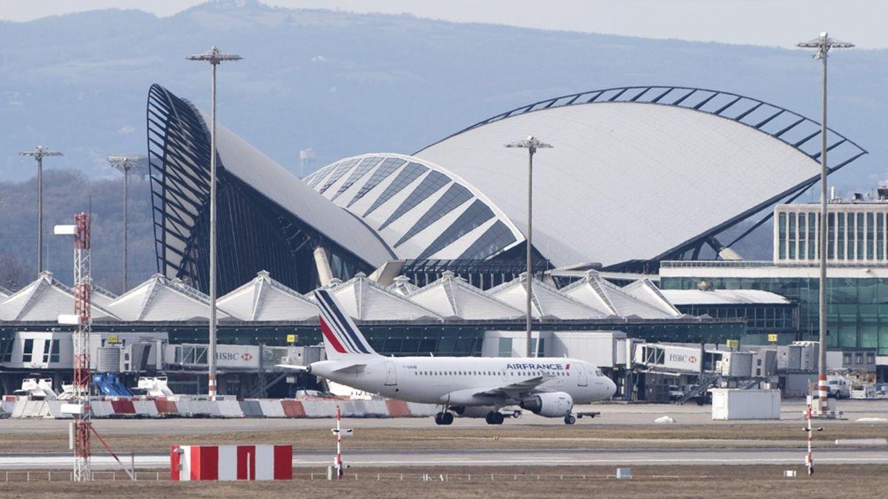 L'aéroport de Lyon, géré par Vinci Airports, a accueilli ce lundi un premier vol régional en provenance de Nantes.