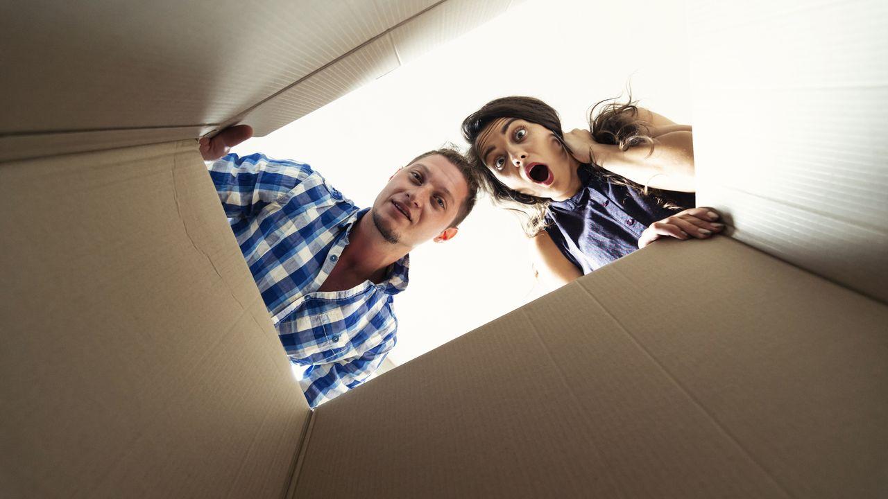 Un jeune couple emménage