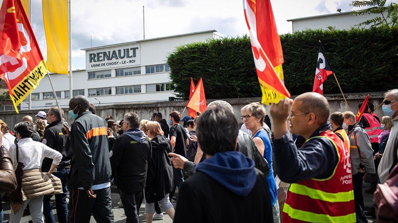 Une manifestation contre la fermeture de l'usine de Renault à Choisy-le-Roi a réuni 1.000personnes samedi 6juin.