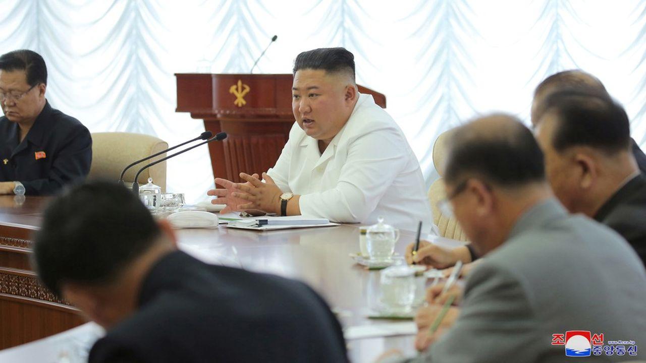 La rupture aurait été décidée, lundi, par les plus hauts cadres du pouvoir, dont Kim Yo-jong, la soeur de Kim Jong-un, et par le vice-président du Parti des Travailleurs au pouvoir Kim Yong-chol, réunis pour un faire un état des lieux de leur relation avec le Sud.