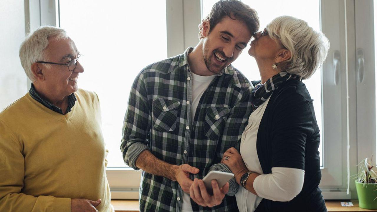 Vivre chez un proche (parent, conjoint) sans figurer sur l'acte de propriété ou le bail de location) n'a rien d'exceptionnel en France.