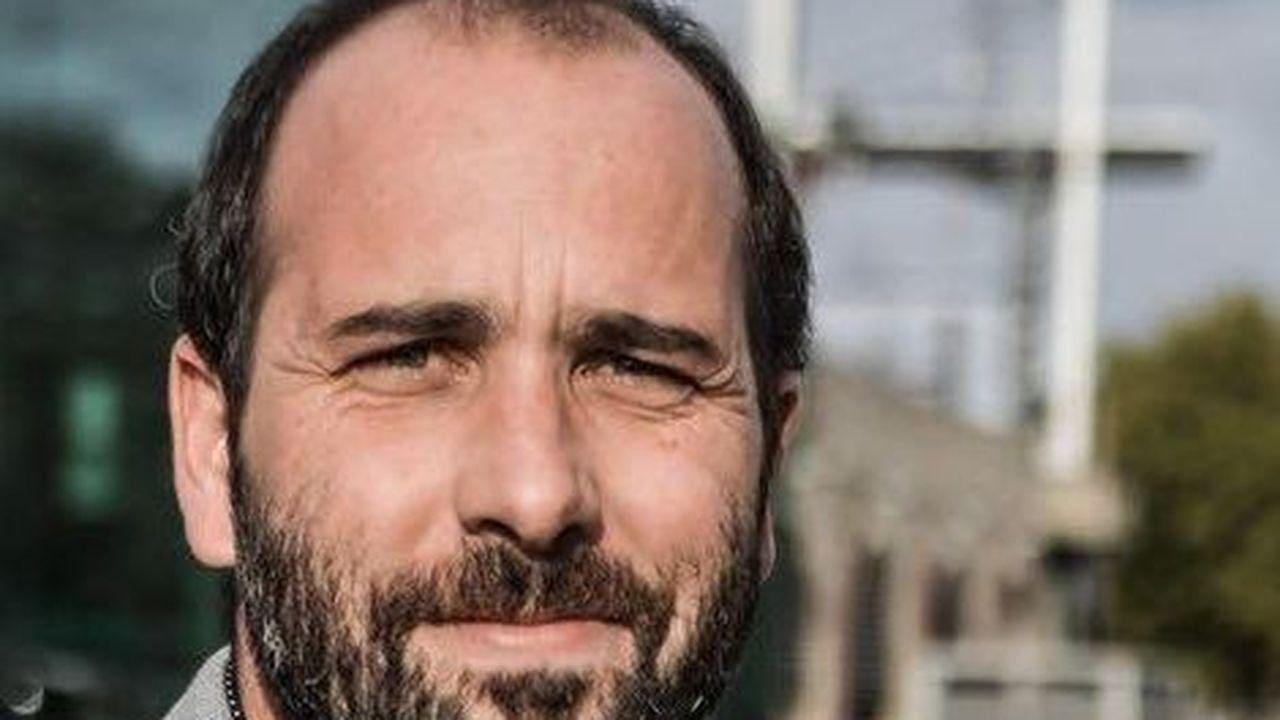 Vincent Bouget est professeur d'histoire.