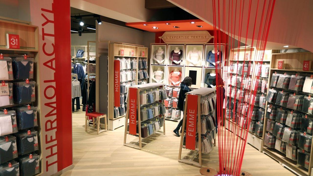 Le groupe prévoit notamment la fermeture de trois magasins Damart en France, sur 95, à Boulogne-Billancourt (Hauts-de-Seine), Boulogne-sur-Mer (Pas-de-Calais) et Belle Epine, à Thiais (Essonne).