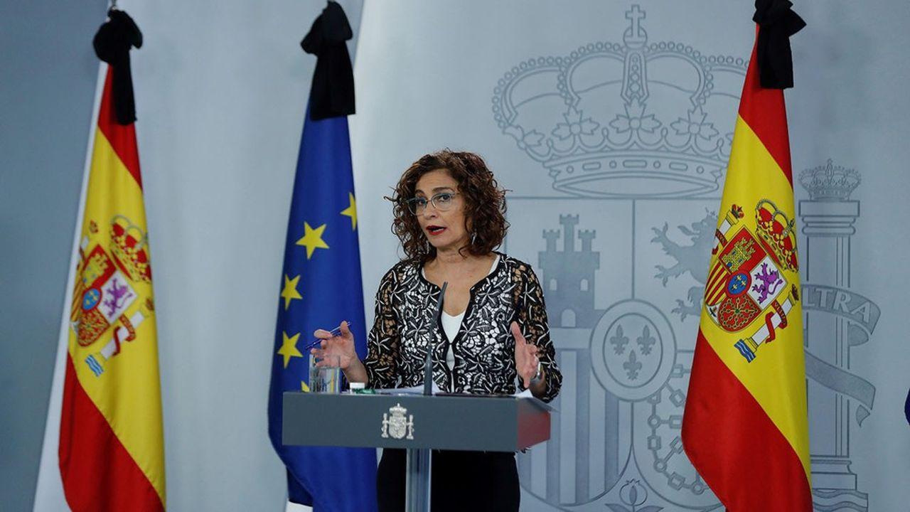 La porte-parole du gouvernement Maria Jesus Montero confirme le port du masque obligatoire jusqu'à la découverte d'un traitement contre le Covid-19.