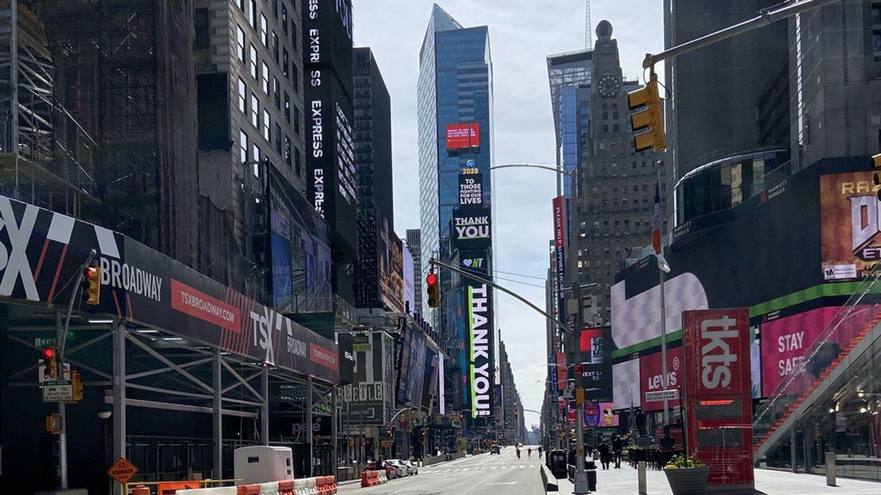 Times Square, coeur déserté de Manhattan pendant l'épidémie de coronavirus.