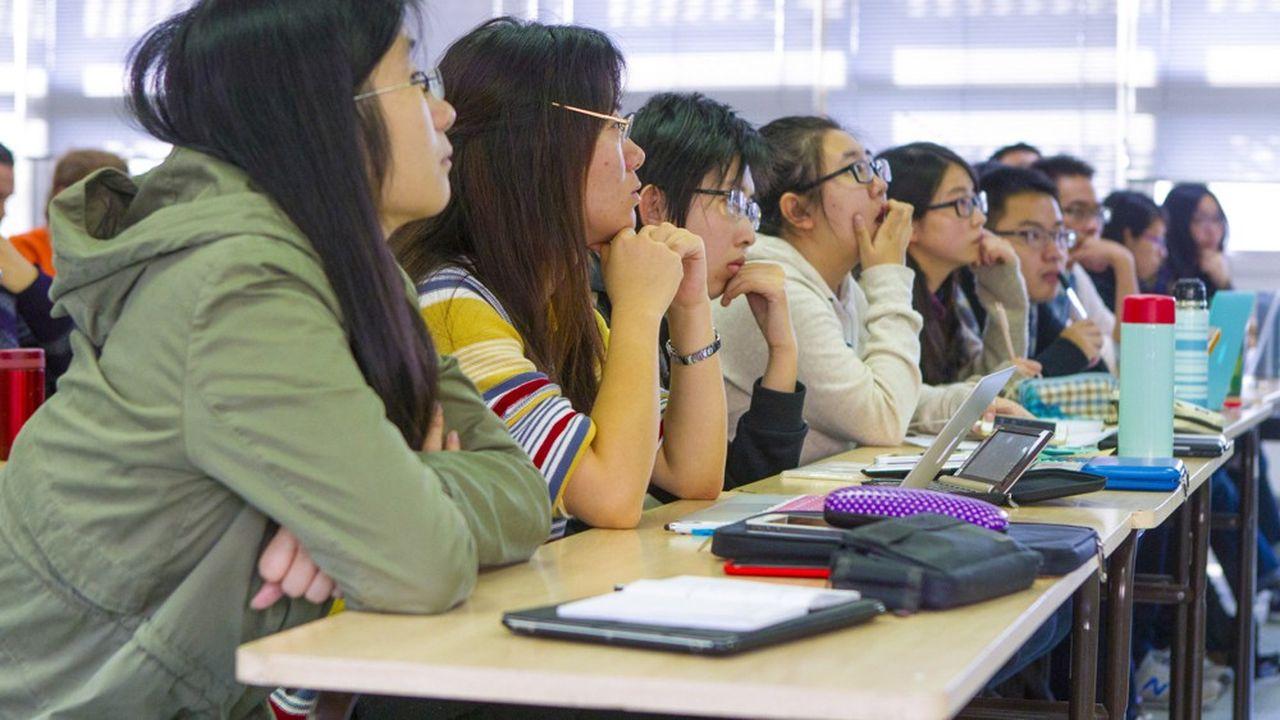 Les Chinois, troisième population d'étudiants étrangers dans l'Hexagone en 2019, suivent de près les conditions sanitaires en vigueur en France.