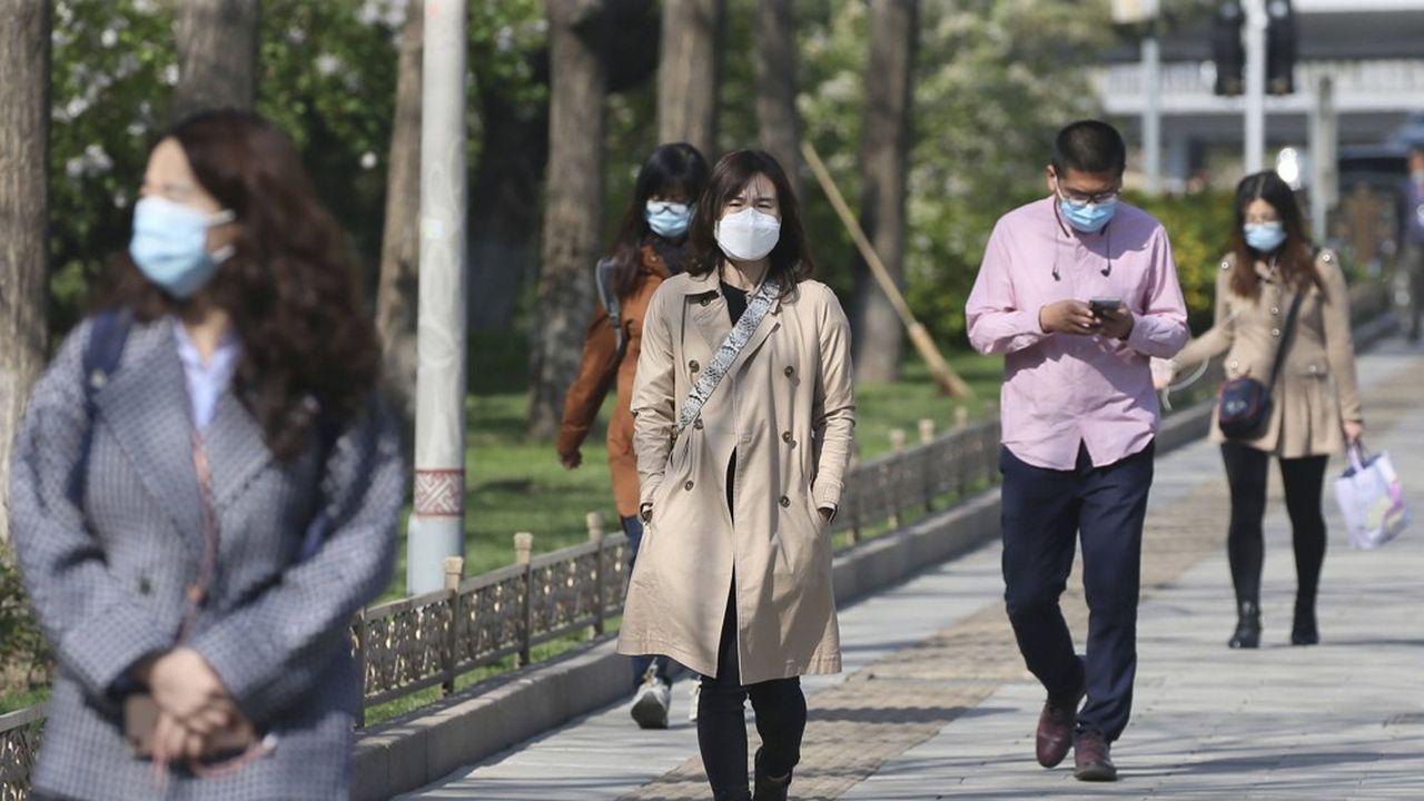 Un bond dans les recherches internet des symptômes du Covid-19 et dans l'affluence dans les hôpitaux de la ville chinoise de Wuhan laisse penser que la maladie a pu apparaître dès août2019, selon une étude préliminaire de l'université de Boston.