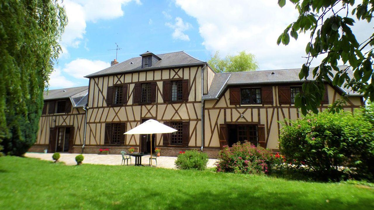 Cette maison de pays à colombages se situe proche du village de Grandvilliers dans l'Oise (Picardie).