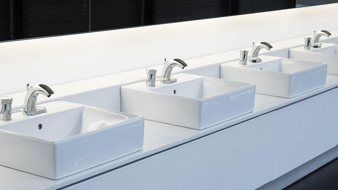 Lavabos à pédale ou sans contact, urinoirs et WC autonettoyants, Supratech conçoit et distribue une gamme d'un millier de références.