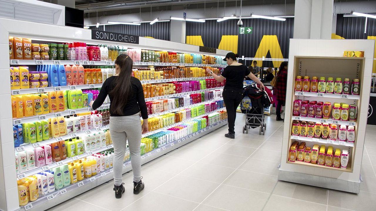 Dans les rayons hygiène beauté, les consommateurs ont commencé par stocker, avant que les ventes ne chutent logiquement, pour rebondir au déconfinement (+35,2%), rapporte le cabinet Nielsen.