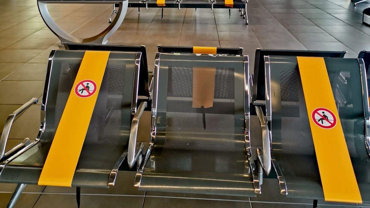 Le terminal avec le dispositif des sièges condamnés.