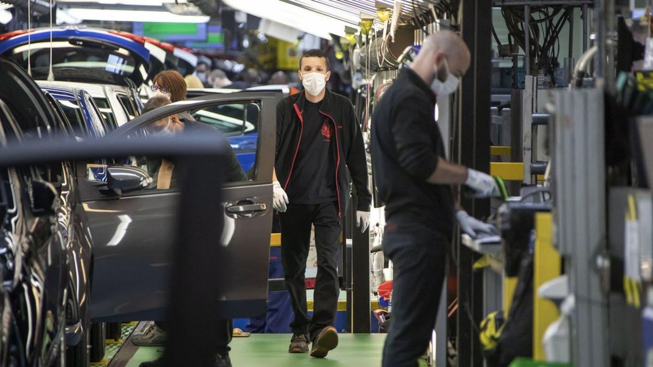 Le gouvernement veut diminuer sa prise en charge du chômage partiel mais sans provoquer d'explosion des licenciements.