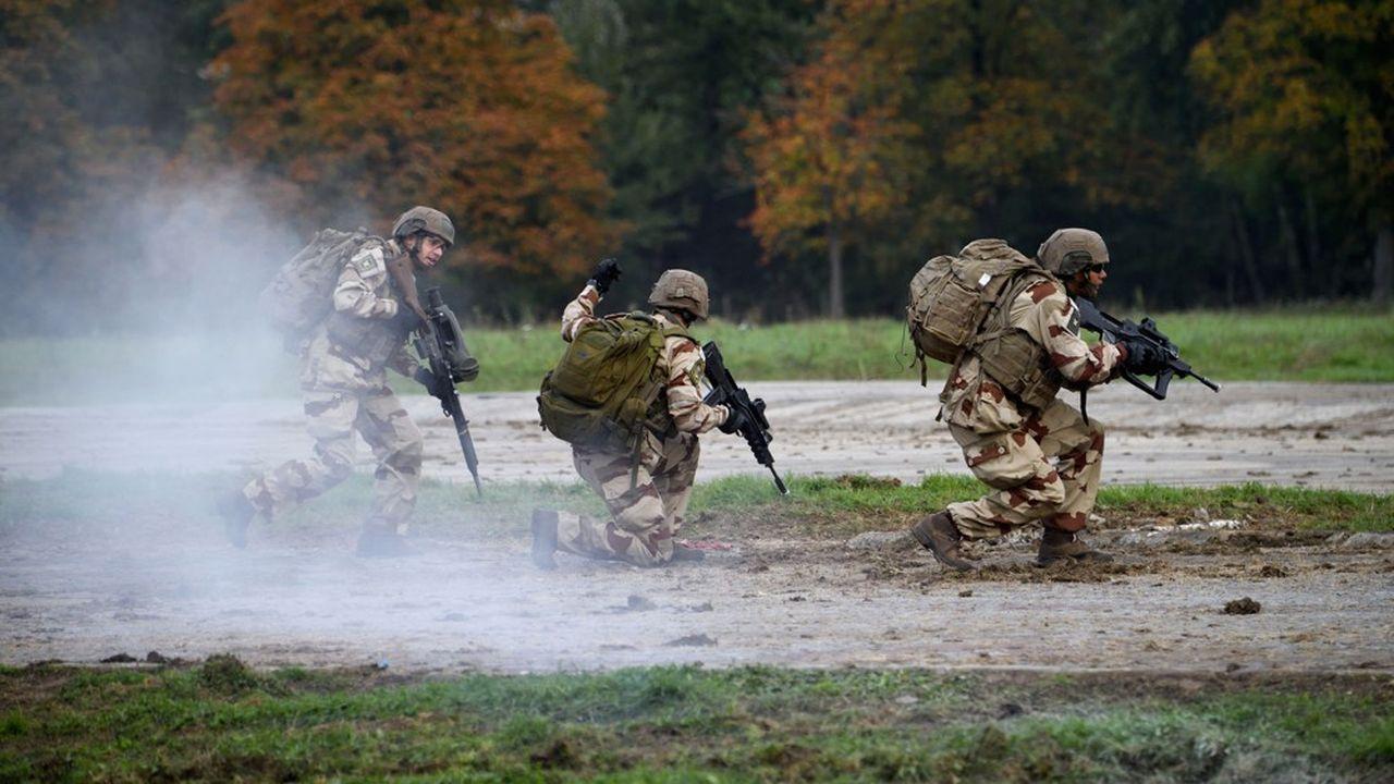 Le site de Versailles-Satory de l'Armée de terre sert à tester les matériels et entraîner les soldats. (Photo by ERIC FEFERBERG/AFP)