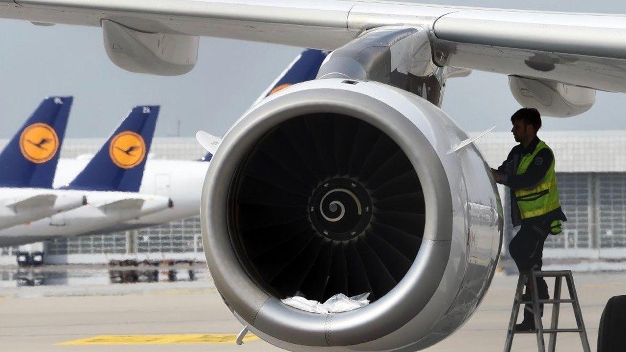 Lufthansa envisage de supprimer près d'un emploi sur cinq que compte le groupe dans le monde.