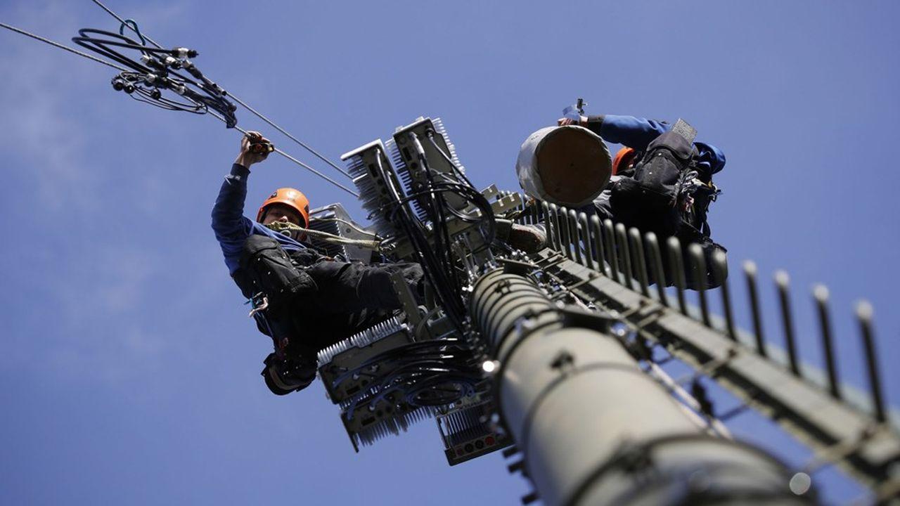 La décision du début de l'année consistait à limiter l'intervention de Huawei aux seuls matériels non coeur de réseau, comme les antennes ou les stations relais, et à plafonner sa part de marché à 35%.